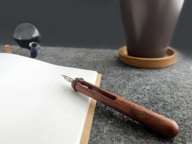 Devil Dip Pen & Round Inkwell 9