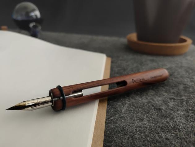 Devil Dip Pen & Oval Inkwell 10